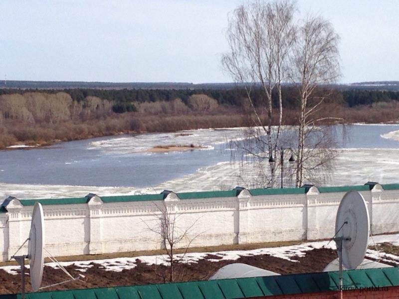 На реке вскрылся лед