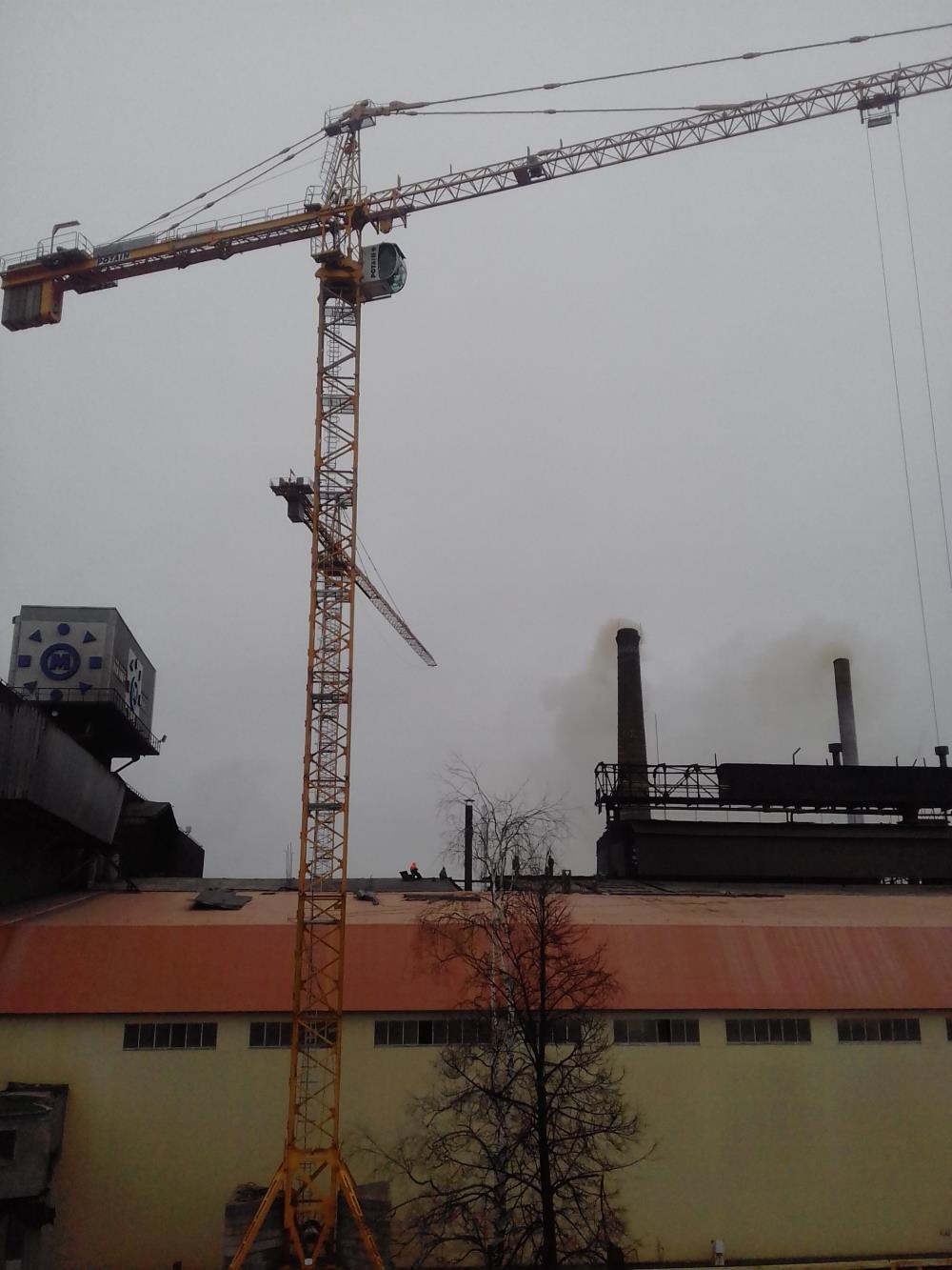 В работе 60-метровый кран