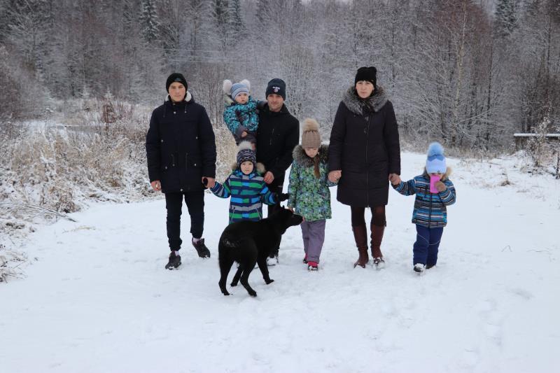 Четыре сыночка и лапочка-дочка