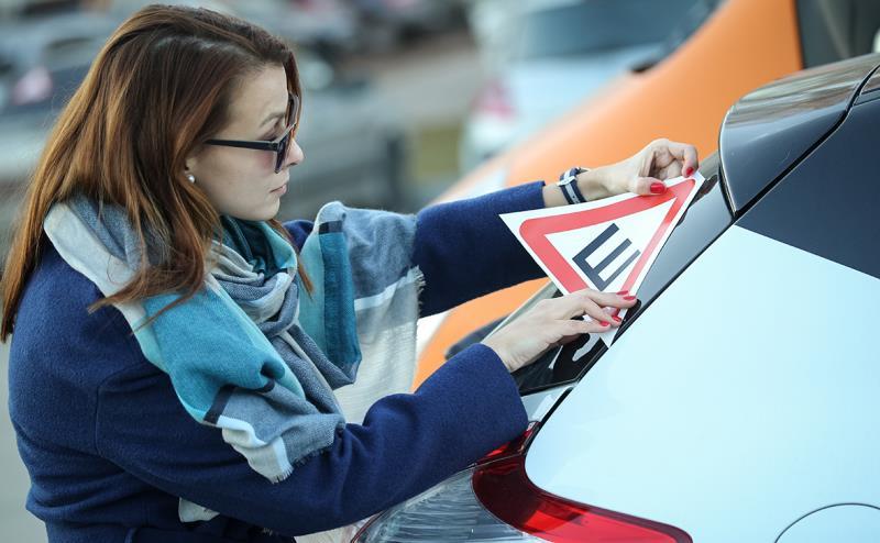 Знак «шипы» на машины можно не вешать