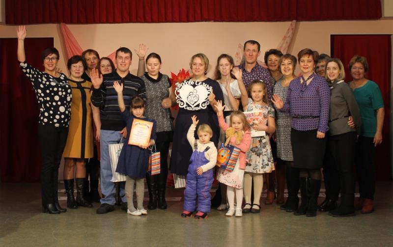 Две семьи на сцене