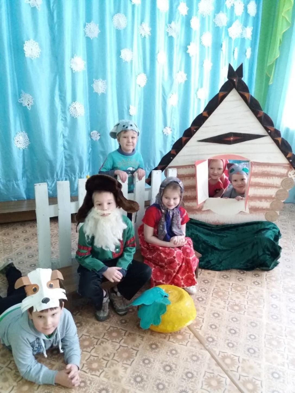 В Белореченском клубе состоялась познавательная программа «Волшебный мир масок» 7