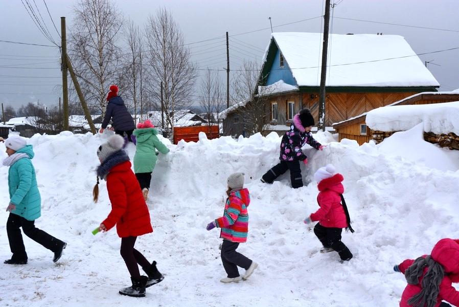 В «Лесозаводском» и «Бамовском» ребята вышли гулять 7