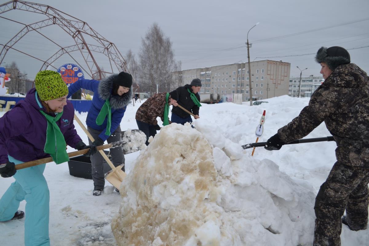 Снежные фигуры украсили площадь Восточного