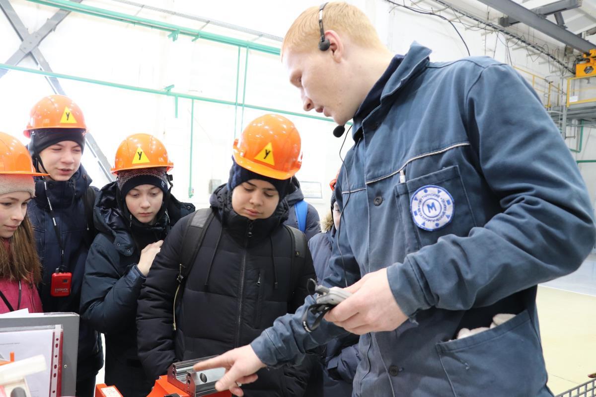 Кванторианцы посетили цеха завода