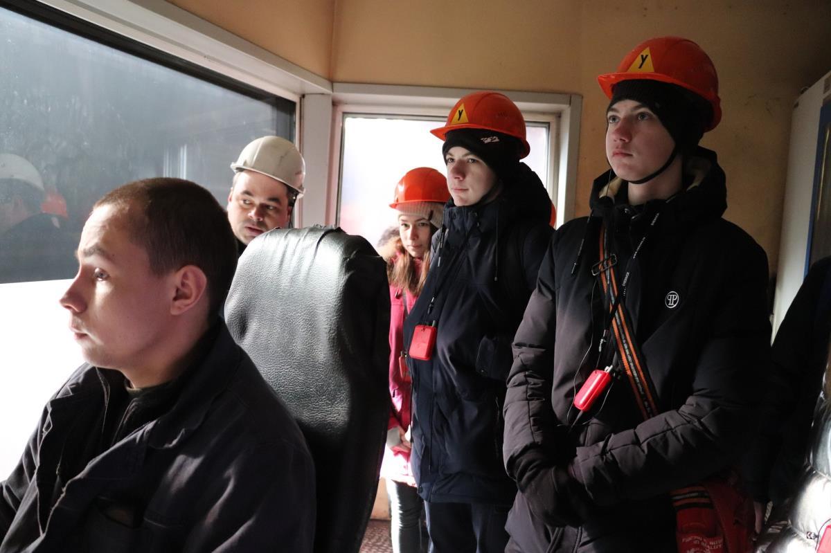 Кванторианцы посетили цеха завода 2