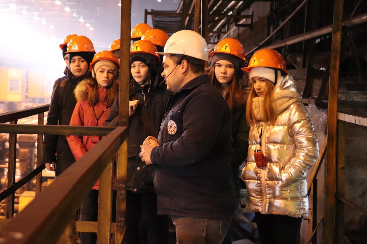 Кванторианцы посетили цеха завода 3