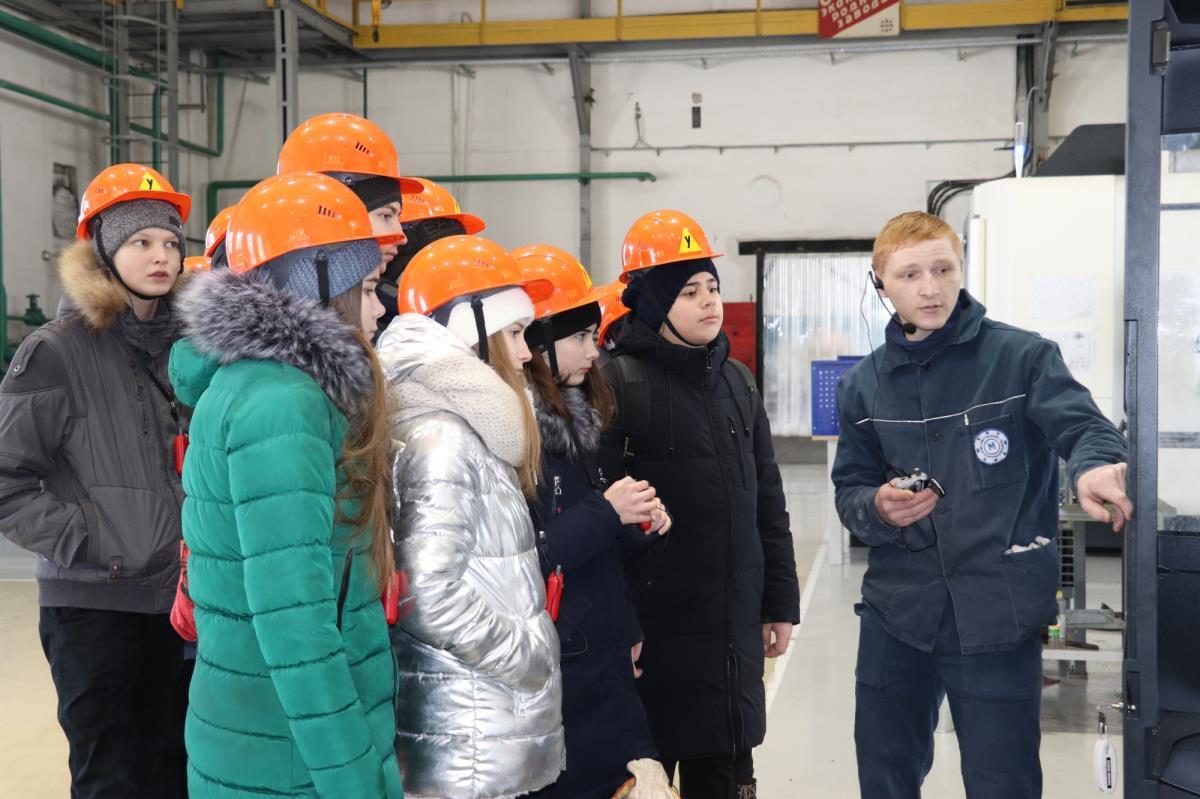 Кванторианцы посетили цеха завода 4