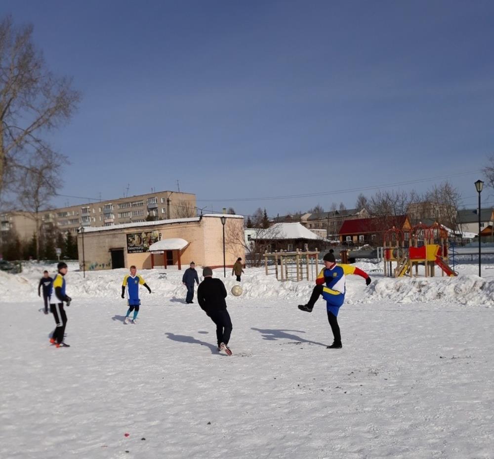 Шесть команд на снегу