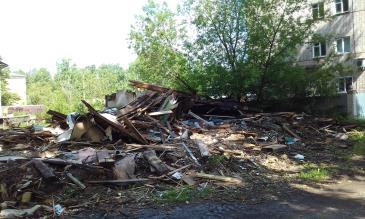 свалки после разбора ветхих домов 3