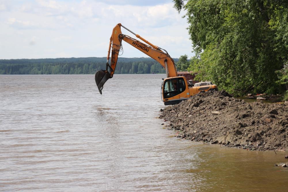 Мероприятия по уходу за прудом продолжаются