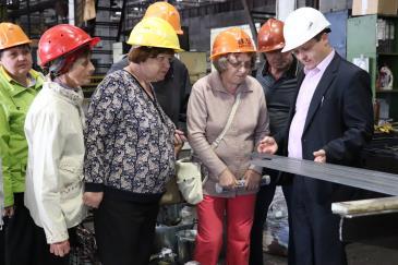 Для ветеранов цеха стальных фасонных профилей организовали обзорную экскурсию 4