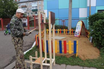 В детском саду Аленушка обустраивают метеоплощадку 3