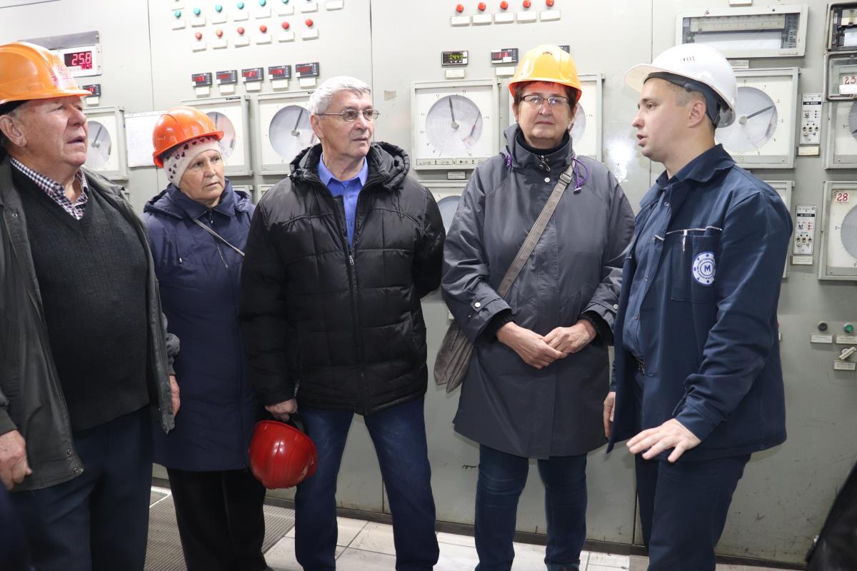 Ветераны-металлурги побывали на заводе