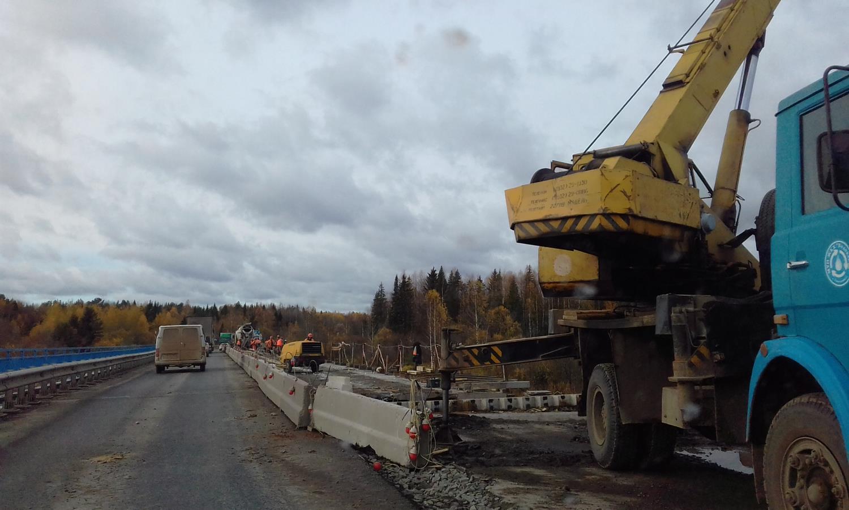 Идет ремонт моста через Вятку