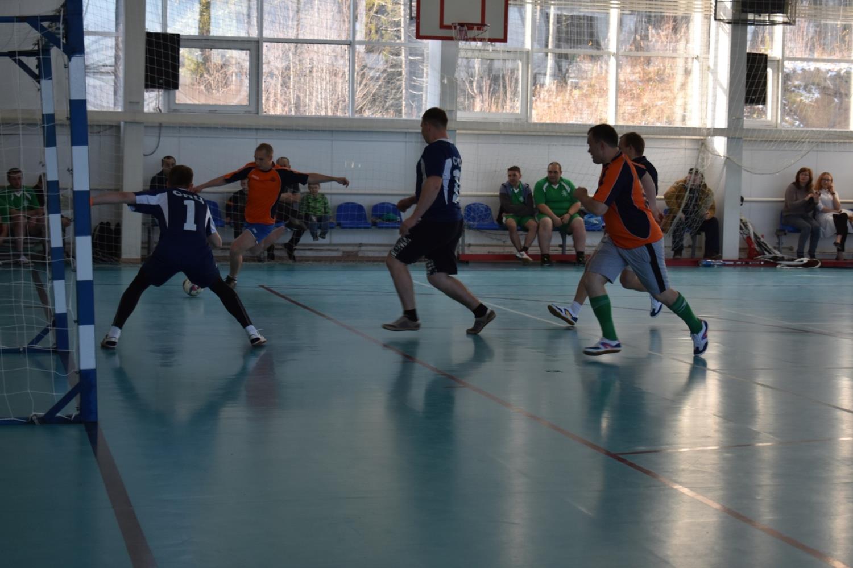 Металлурги играли в футбол