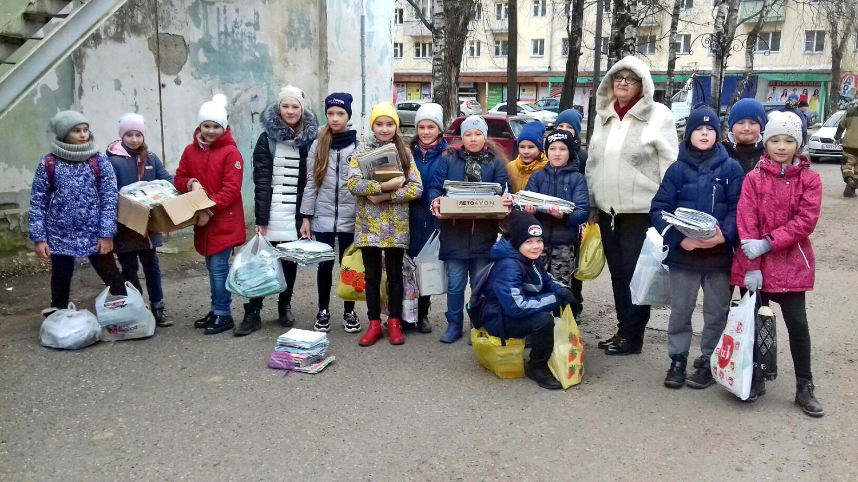 Школьники собрали макулатуру