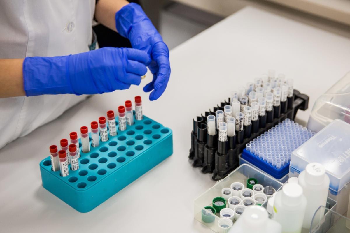 В инфекционных госпиталях региона проходят лечение 1 555 пациентов с COVID-19