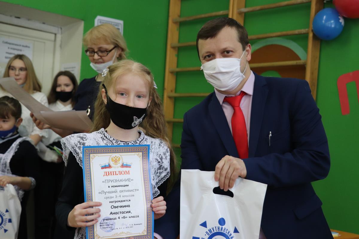 Металлурги наградили лучших школьников