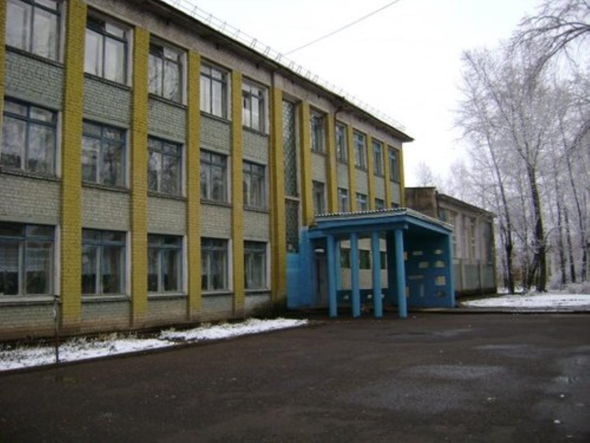 Крыльцо школы на Восточном обновят