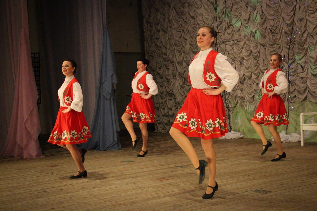 Яркую  встречу с танцем подарил коллектив  «Кружева»
