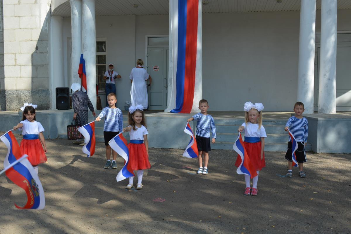 Учреждения культуры отметили День флага РФ