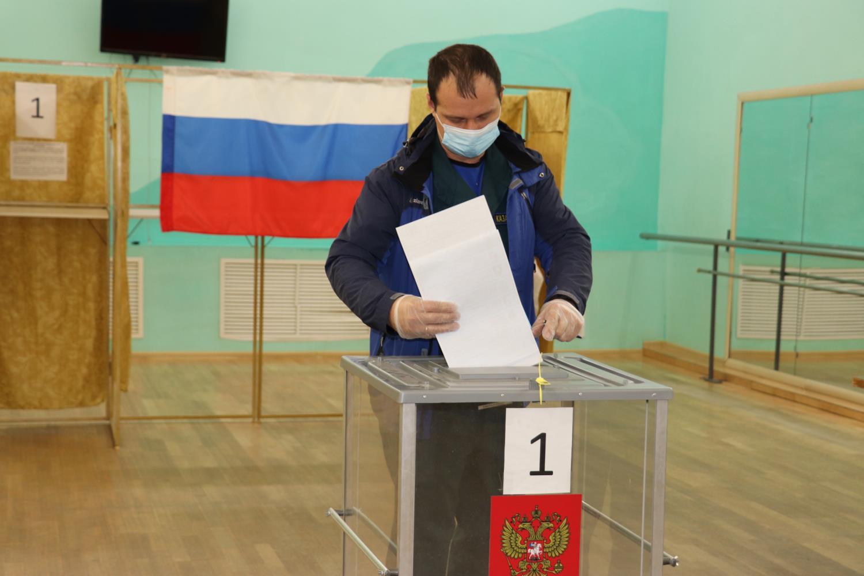 Жители района принимают участие в голосовании