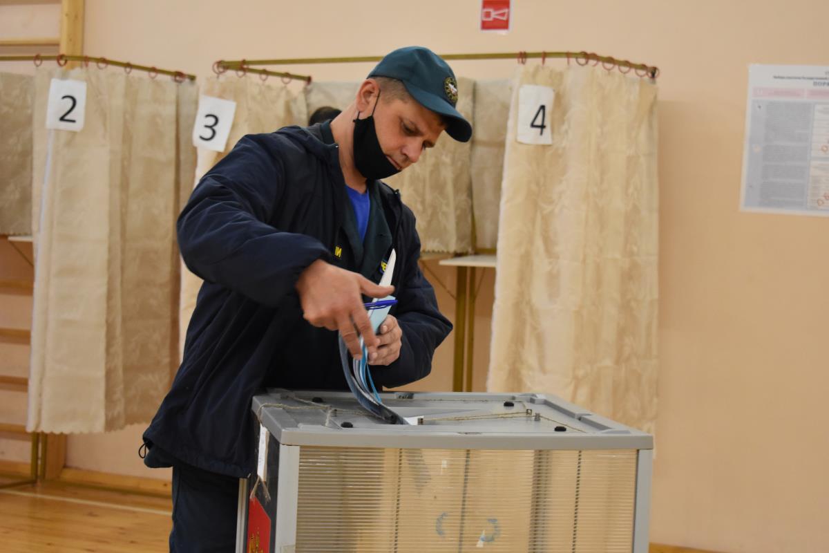 Проголосовали вместе со всей страной
